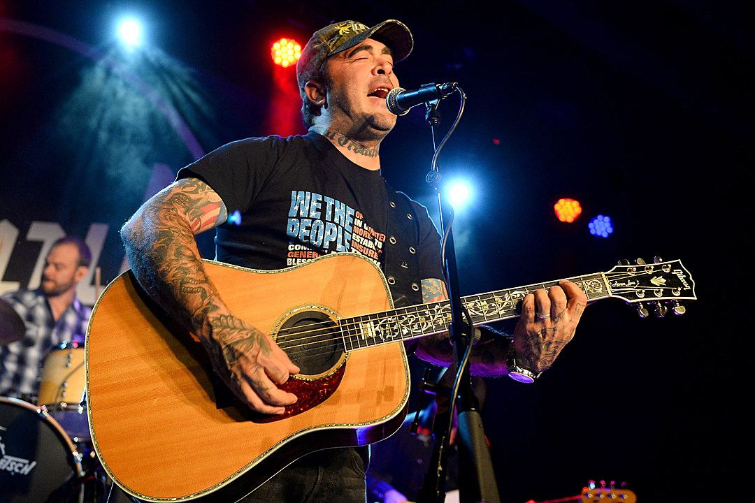 Aaron Lewis Releases Folded Flag To Honor Flag Day Listen