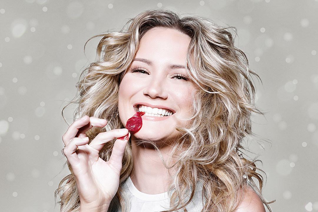 Jennifer Nettles Announces Christmas Album Details