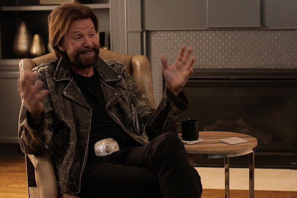Ronnie Dunn Shares Untold CMA Awards Memory of Glen ...