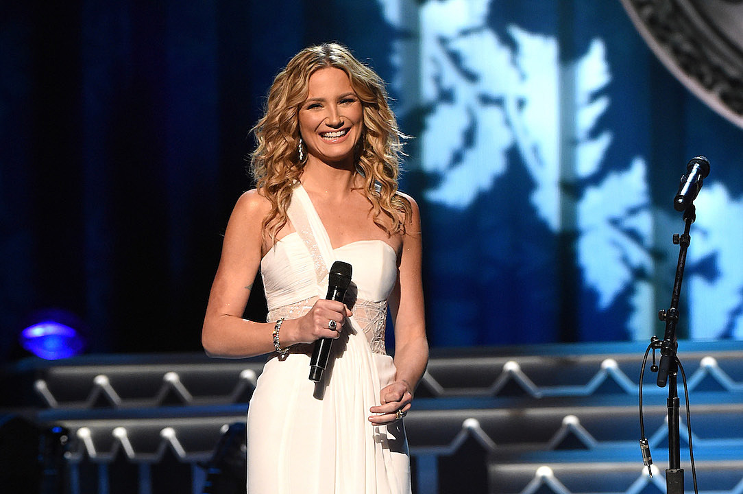 Jennifer Nettles Returns to Host CMA Country Christmas Event