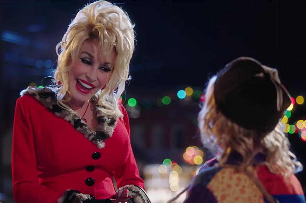 see dolly parton as the town trollop in new christmas of many colors trailer