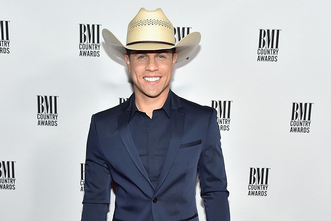 Dustin Lynch CMA Date