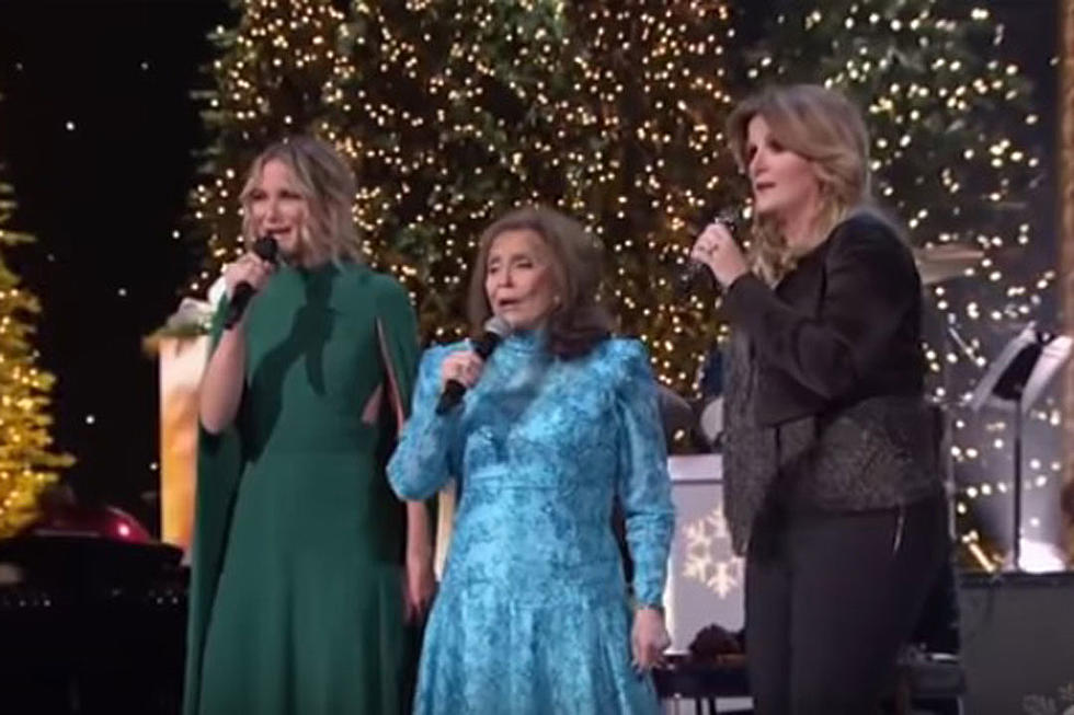 Loretta Lynn Sings \'Country Christmas\' With Nettles, Yearwood