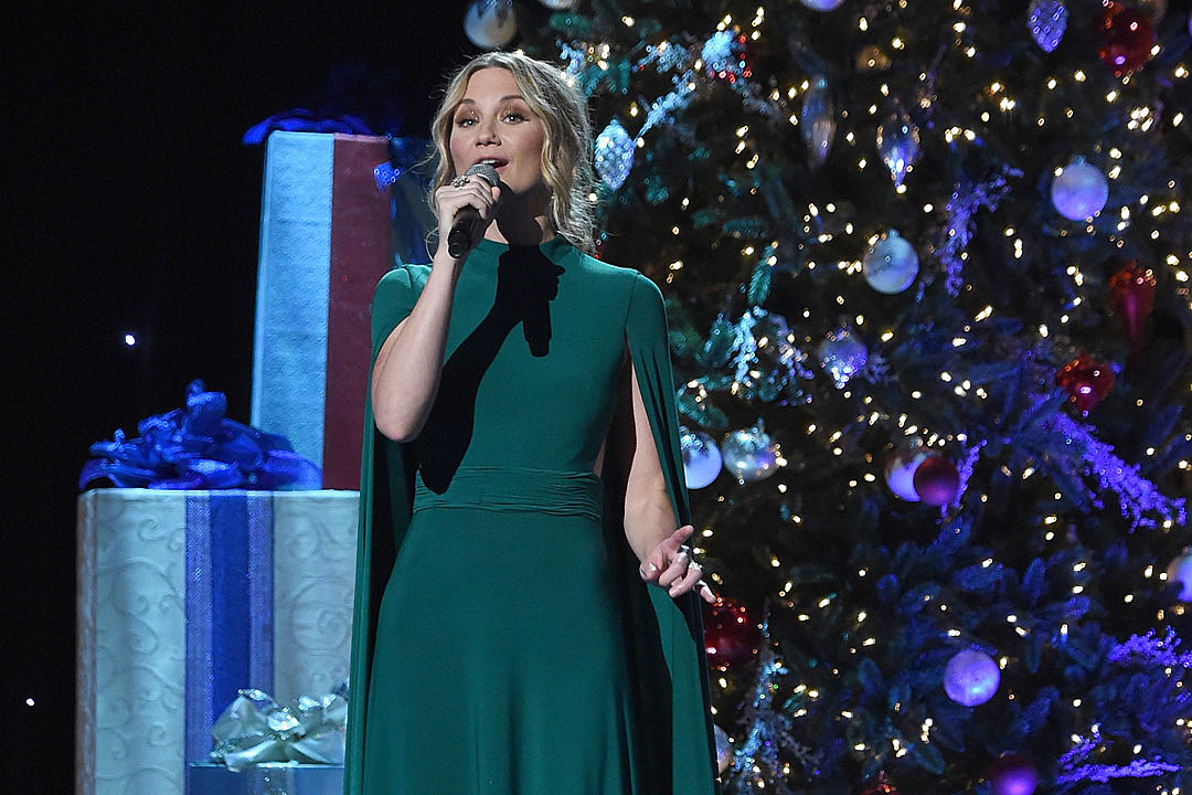 For Jennifer Nettles, Christmas Is the Busiest Time