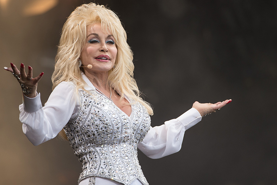 dolly parton earns big ratings for christmas of many colors