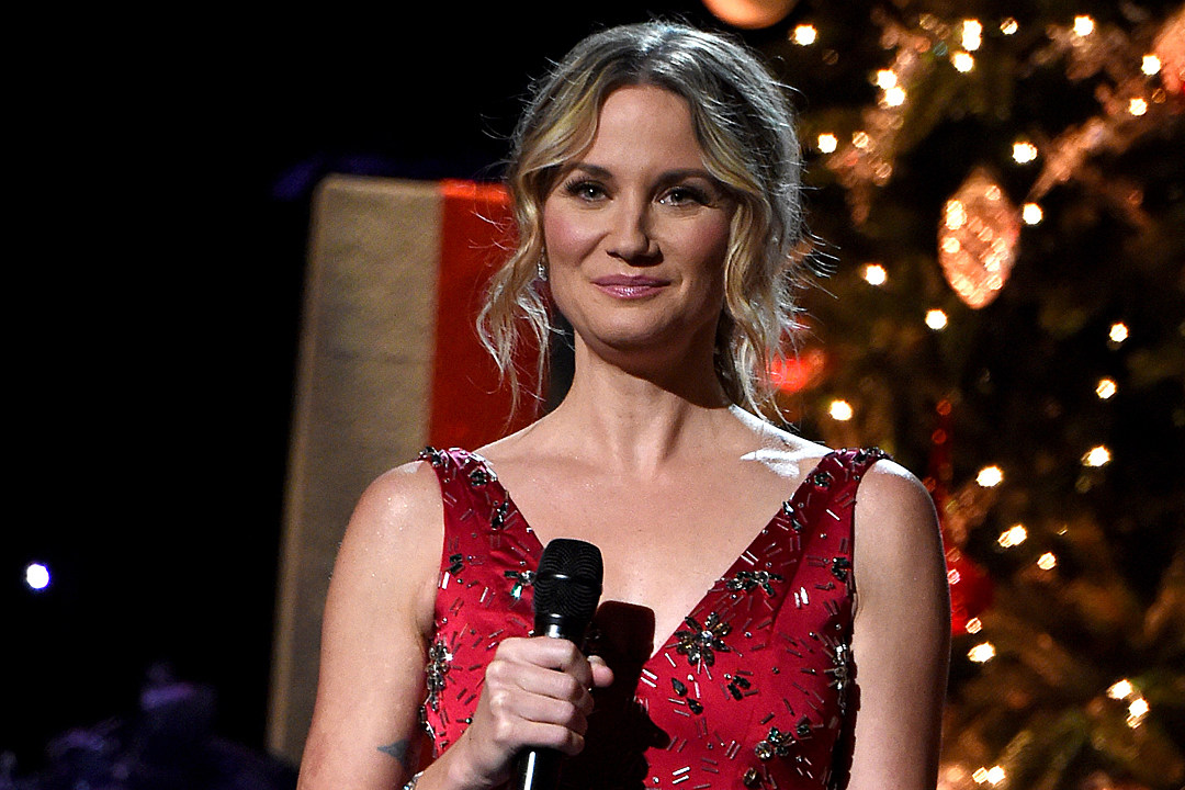 Jennifer Nettles\' Holiday Celebration Is \'All About\' Her Son