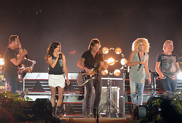 Keith Urban Big Town Bee Gees Tribute 600 Zc 89 Sugarland Host Time Night