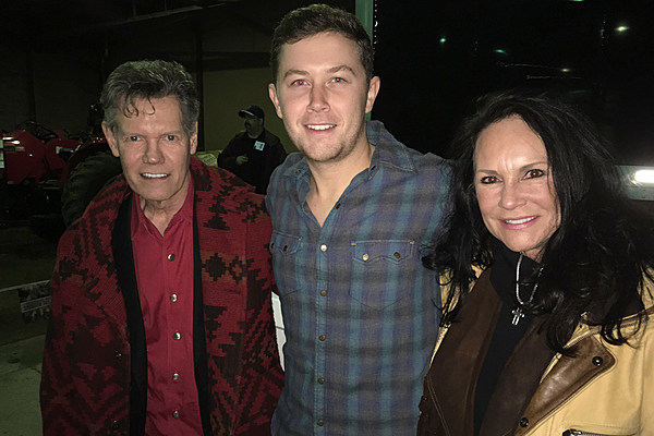 Randy Travis Surprises Scotty Mccreery At First Gig Of 2017