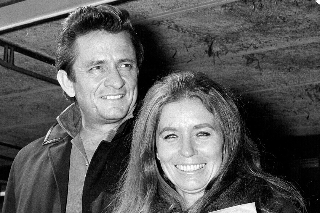 Remember When Johnny Cash Proposed To June Carter Onstage