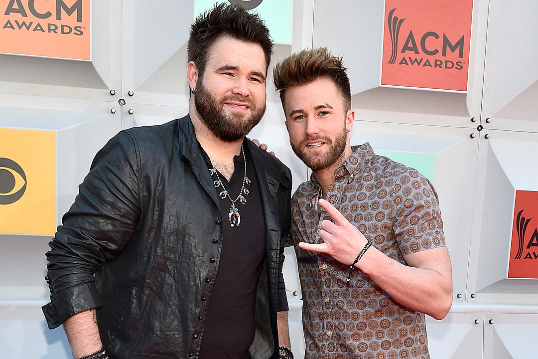 The Swon Brothers Still Proud Members of Team Blake