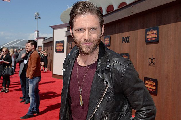 Canaan-Smith-Drops-Miranda-Lambert's-Name-