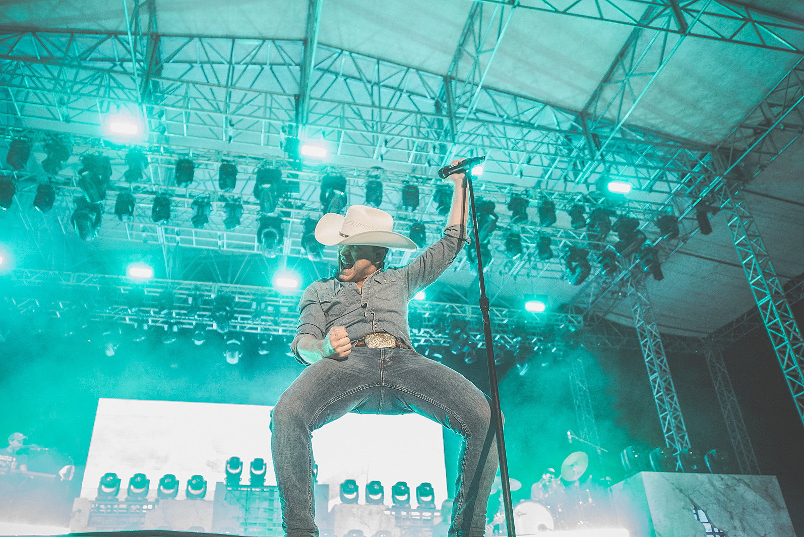 Win Front Row Sets To See Justin Moore In Rockford