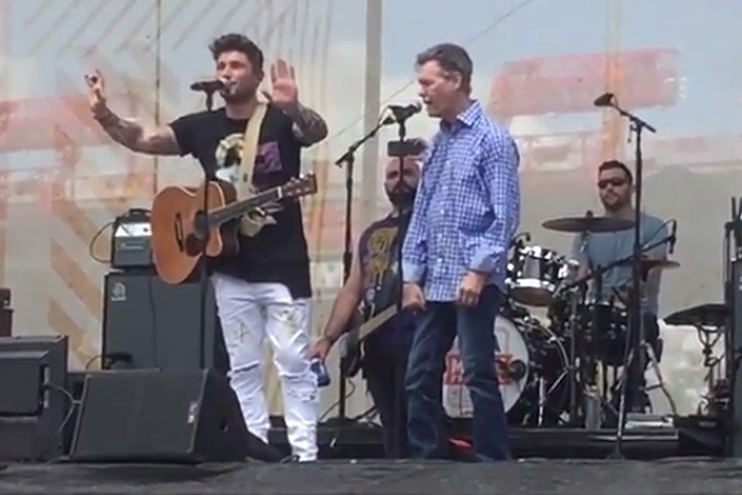 Randy Travis Joins Michael Ray Onstage At Cma Fest