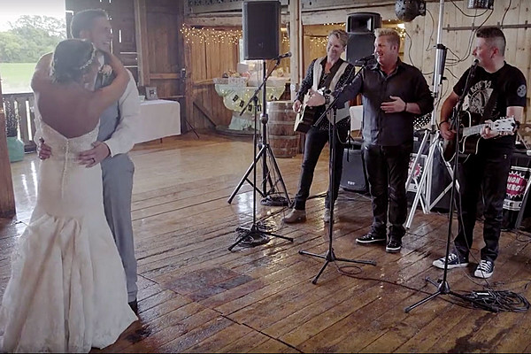 Rascal Flatts Crash Wedding To Sing Couple's First Dance Song