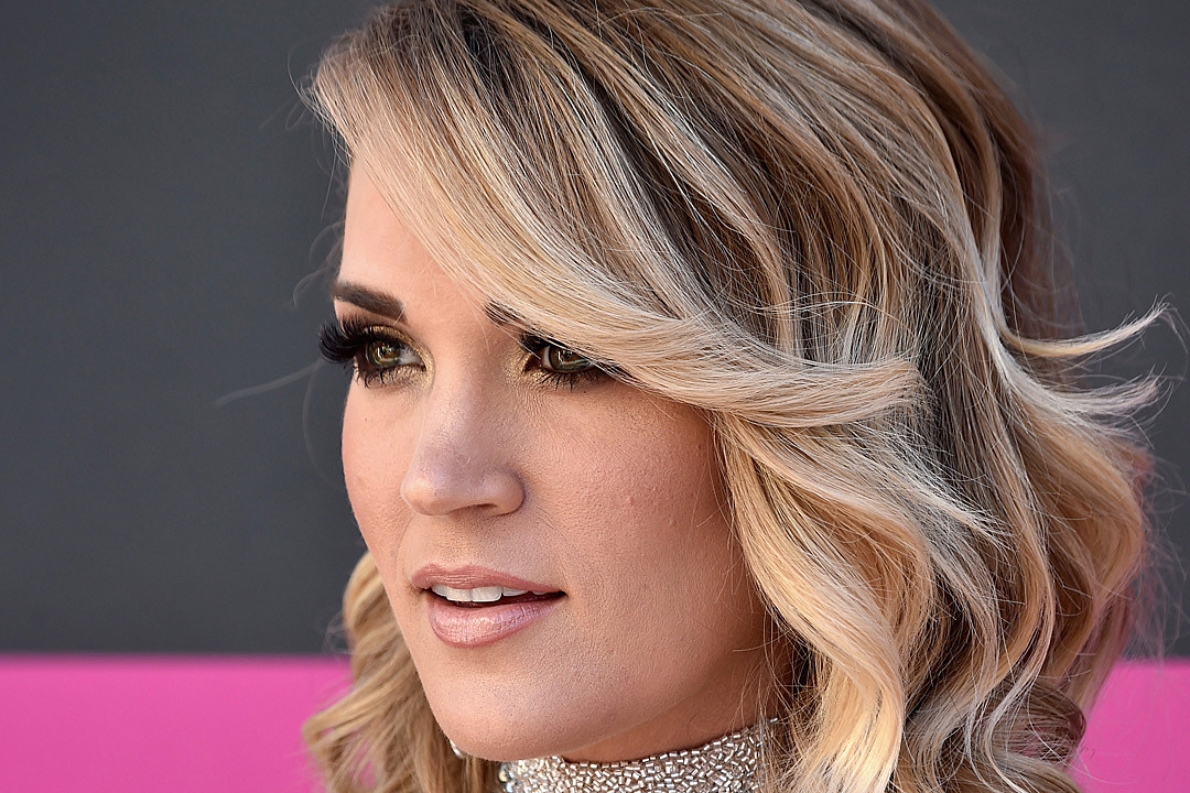 Carrie Underwood Preaches Summer Love in New Bikini Pic