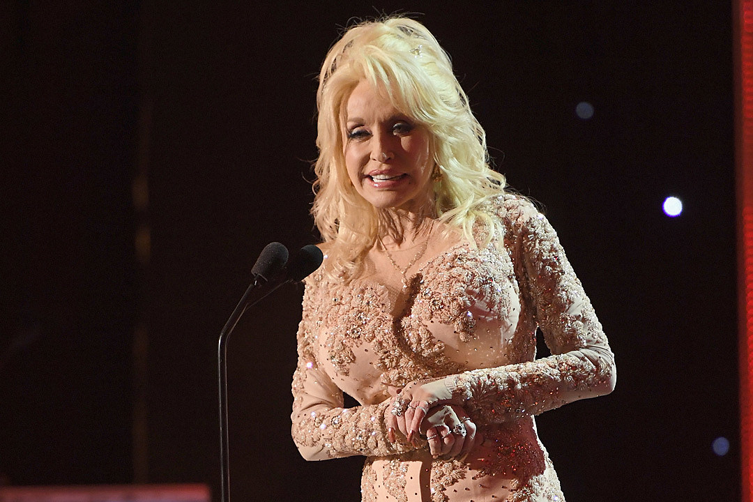 Dolly-Parton-Emmy-Nod