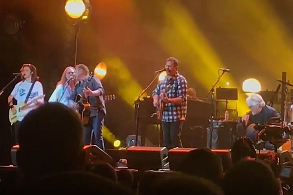 vince gill joins the eagles at classic west to honor glenn frey. Black Bedroom Furniture Sets. Home Design Ideas