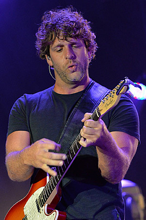 Billy-Currington-Guitar