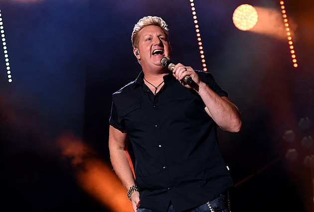 gary-levox-daughter-joins-on-stage