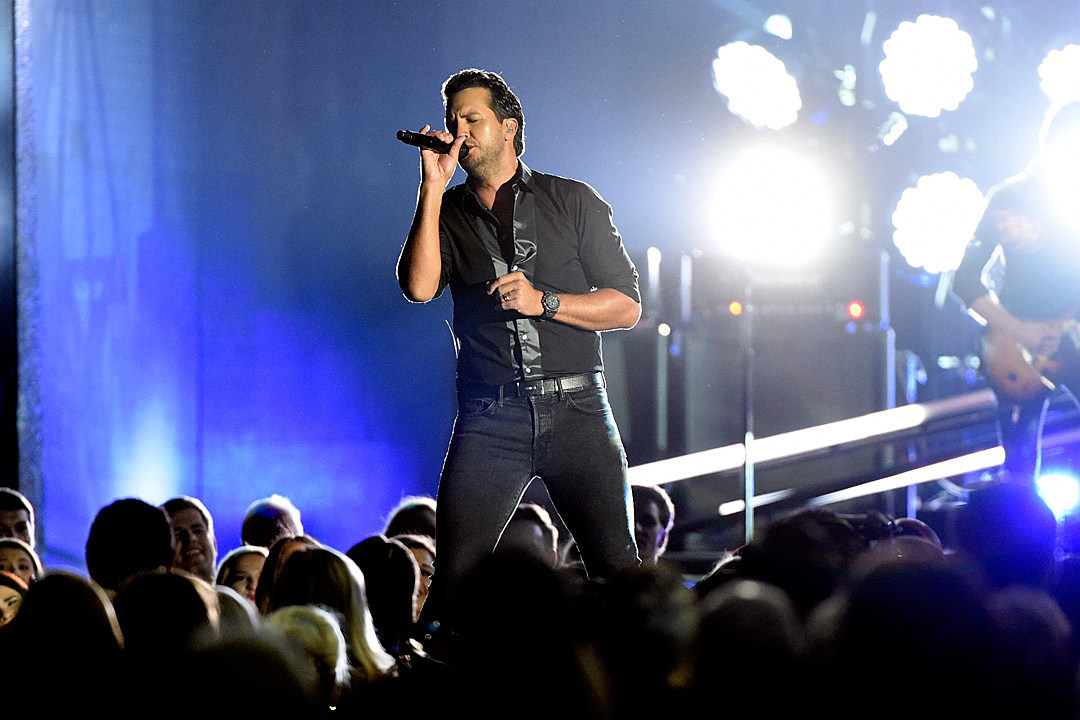 Luke-Bryan-Harvey