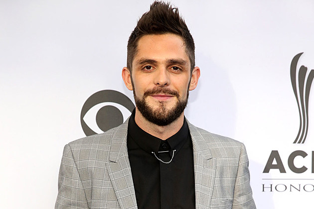 Thomas-Rhett-Tops-Billboard-200
