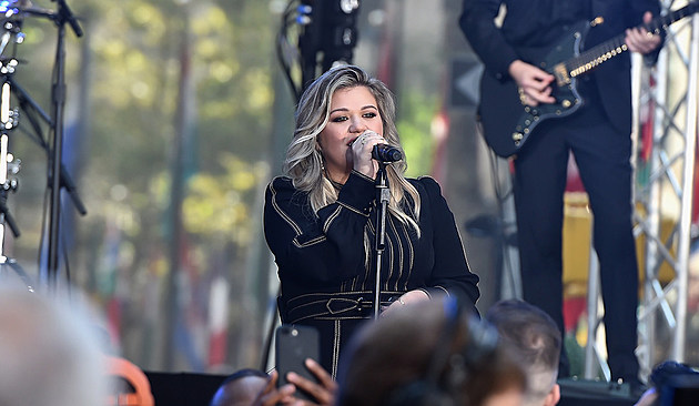 kelly-clarkson-explains-why-chose-voice-over-idol