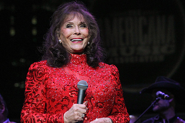 Loretta Lynn Performs For First Time Since Stroke [Watch]