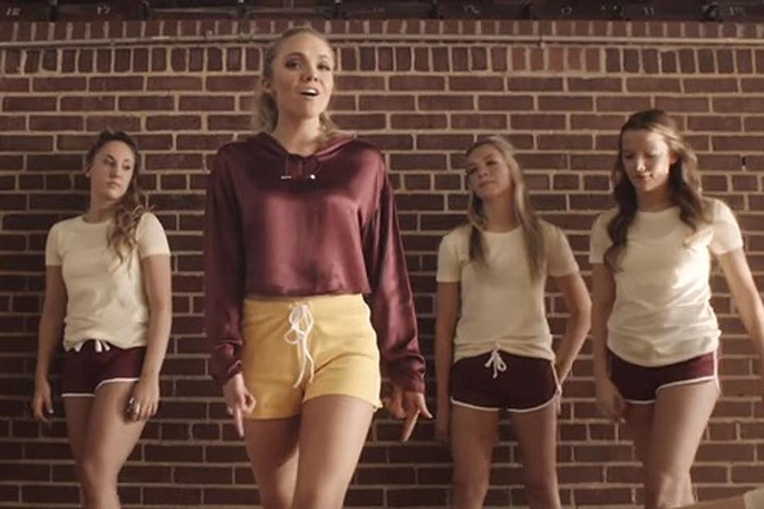 Danielle-Bradbery-Sway-video