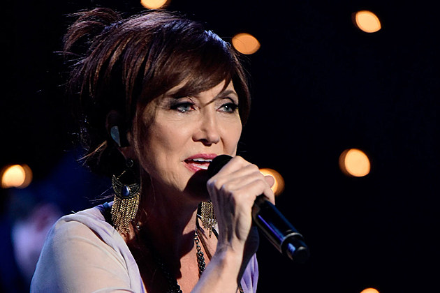 Pam-Tillis-Mourns-Loss-of-Father