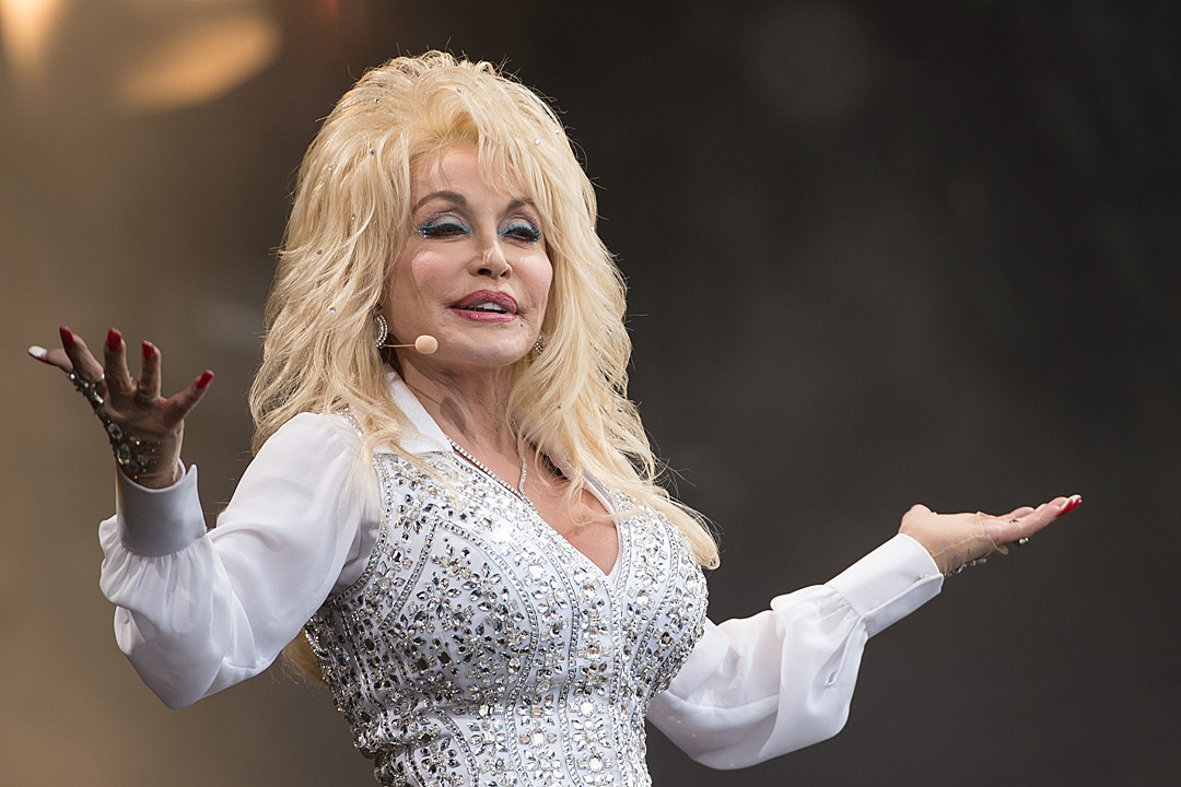Reese Witherspoon Gives Dolly Parton an Amazing Birthday Gift