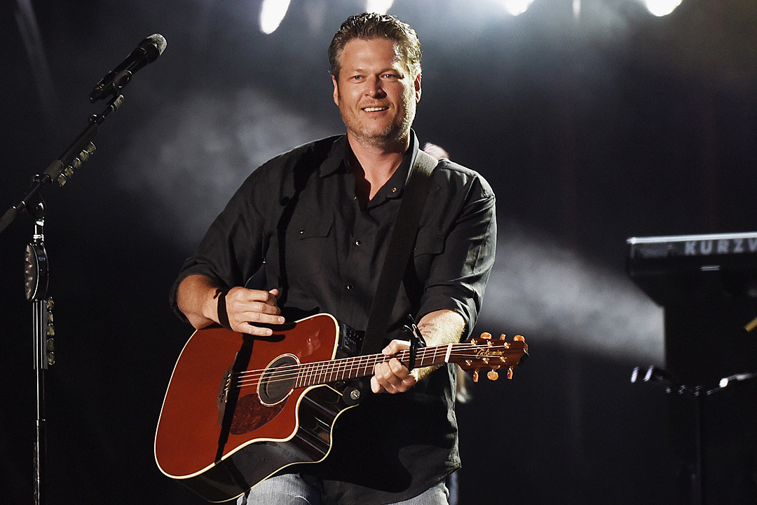 Blake Shelton Performing Free Pop Up Show In Texas