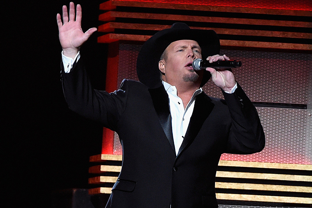 Garth Brooks Dreams of Singing With Carrie Underwood's Husband