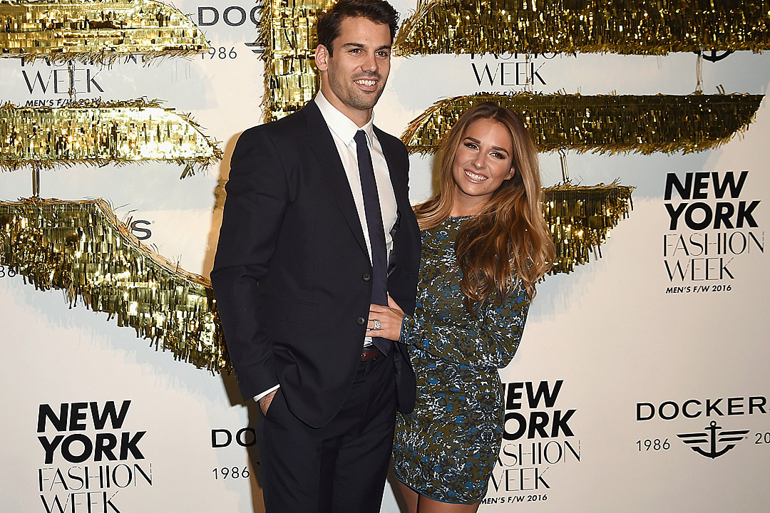 Jessie James Decker\'s Toddler Son Can\'t Resist Christmas Presents