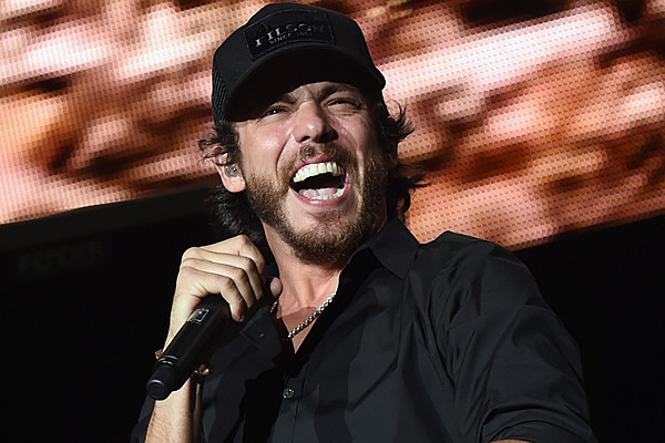 Chris Janson Performing 'Drunk Girl' at Bridgestone Arena Will Give You Chills [Watch]
