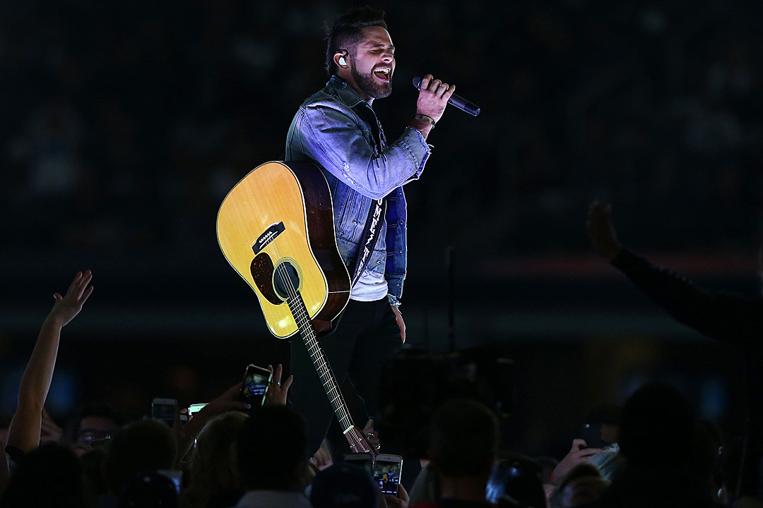 Thomas Rhett Finds Magic With Craving You And Unforgettable