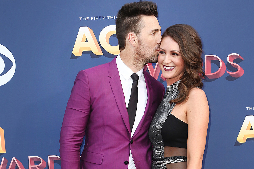 Jake owen walks acms carpet with girlfriend erica hartlein m4hsunfo
