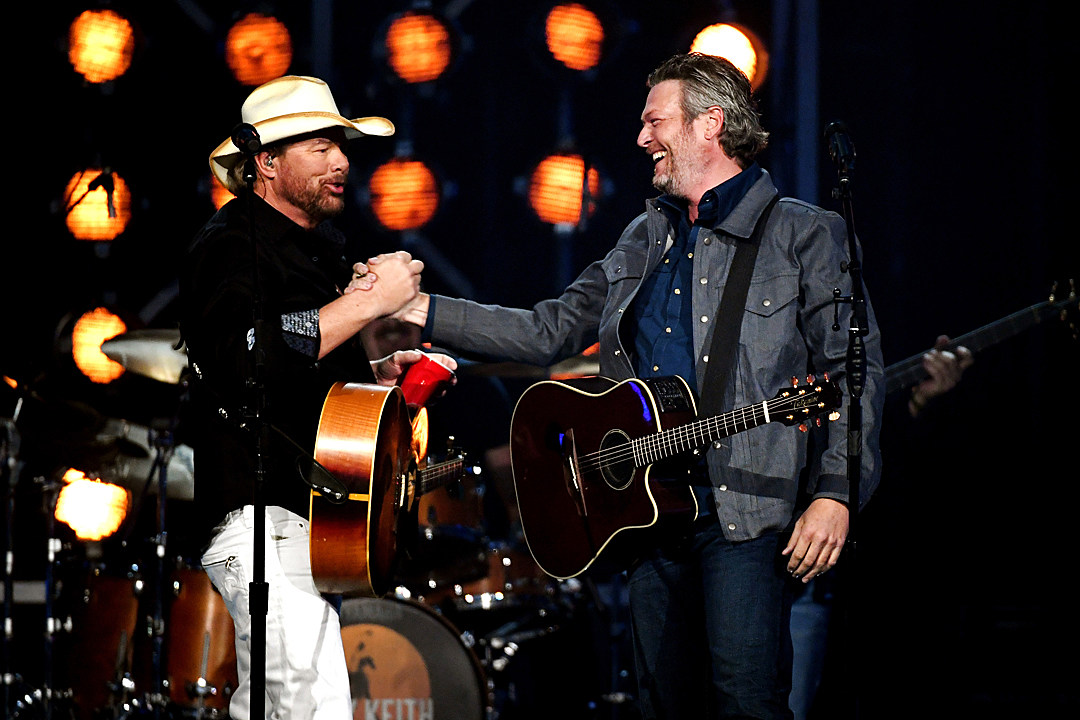 toby-keith-blake-shelton-2018-acm-awards-duet
