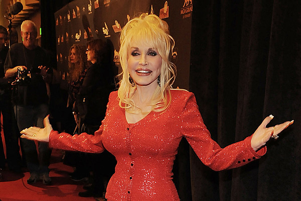 Dolly Parton Teams With Sia For Powerful 'here I Am' Video