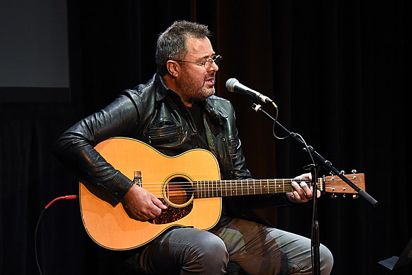 Vince Gill To Release Two Christmas Albums As A Double Vinyl