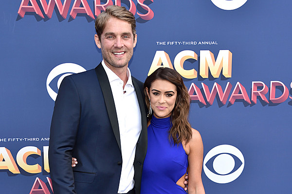 Flipboard Brett Young And Wife Taylor Hoping For Kids Soon