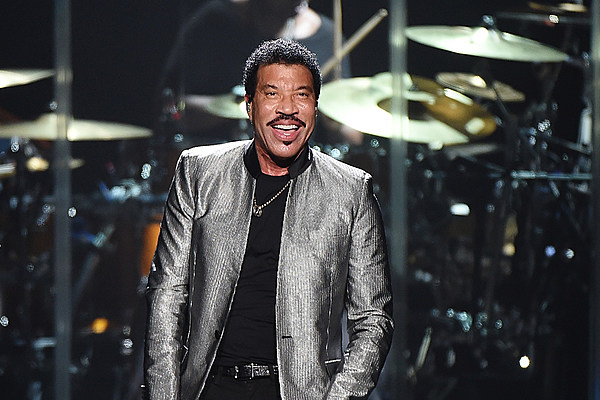 Tuskegee by Lionel Richie on Amazon Music - Amazon.com