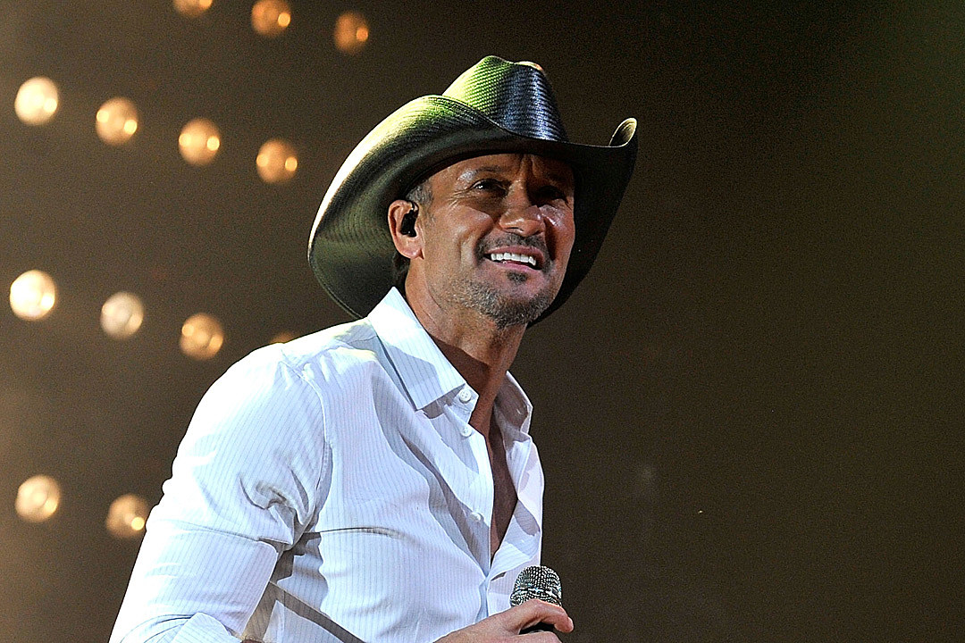Tim McGraw Forced to Cancel Country Thunder Appearance, Shows Off Lightning Storm in Video