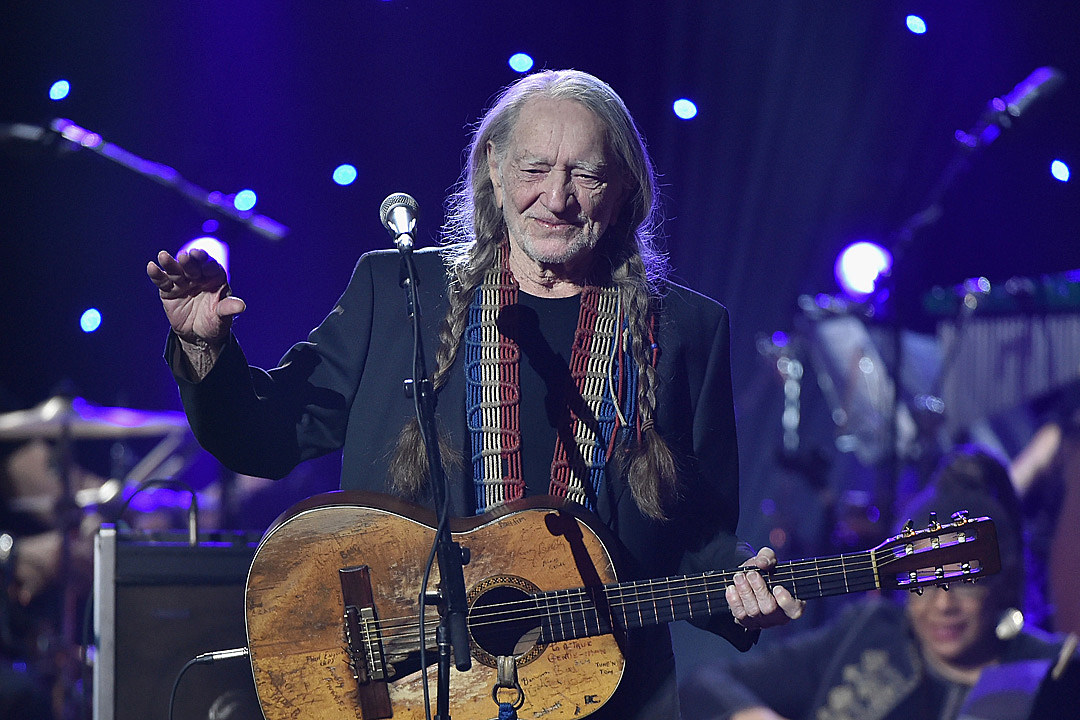 Remember When Willie Nelson Cut Off His Trademark Long Braids?