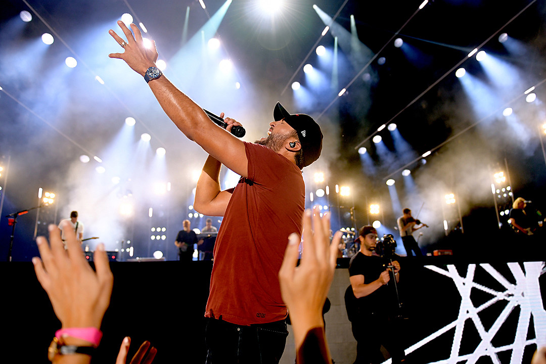 Luke Bryan Admits He Sings 'The Star-Spangled Banner' in the Shower