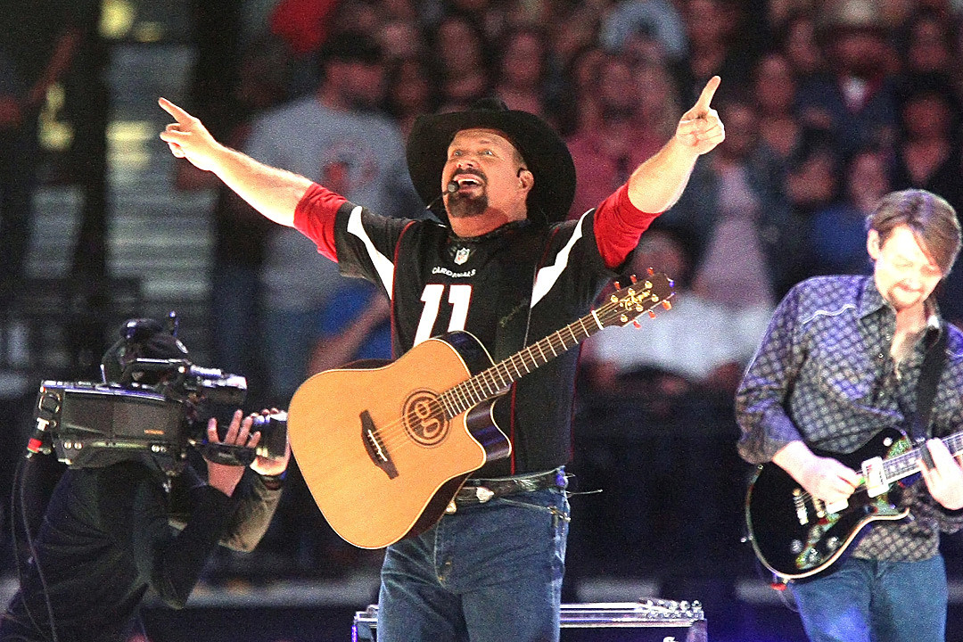 Garth Brooks Sets New Attendance Record at Denver's Mile High Stadium