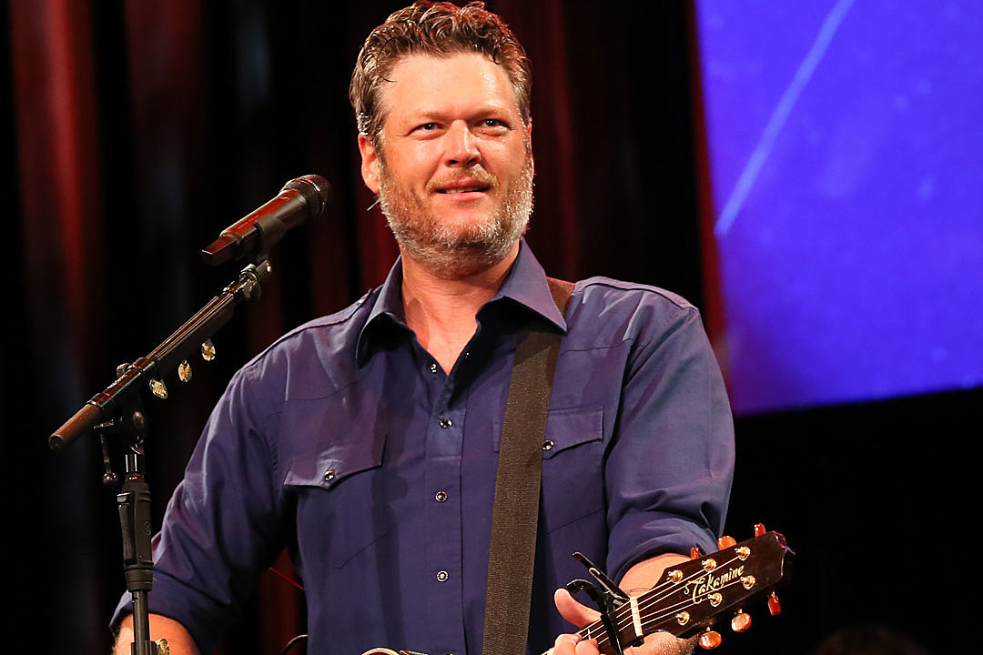 Blake Shelton Makes Live Debut of 'Hell Right' During Rainstorm at Gillette Stadium [Watch]